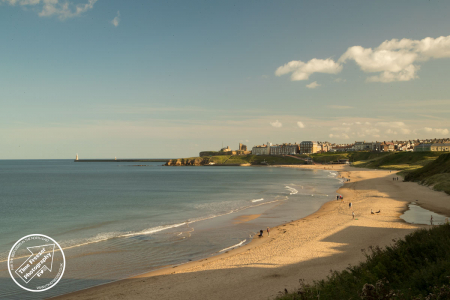 Summer photograph of Tynemouth Longsands